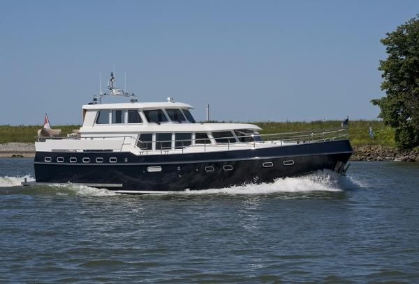 Privateer Pilothouse 52