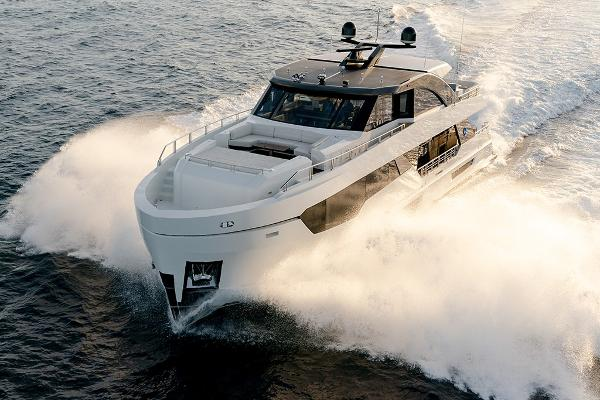 Ocean Alexander 90R Motoryacht Enclosed Bridge