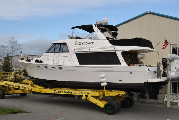 Bayliner 4788 Pilothouse DUAL THRUSTERS