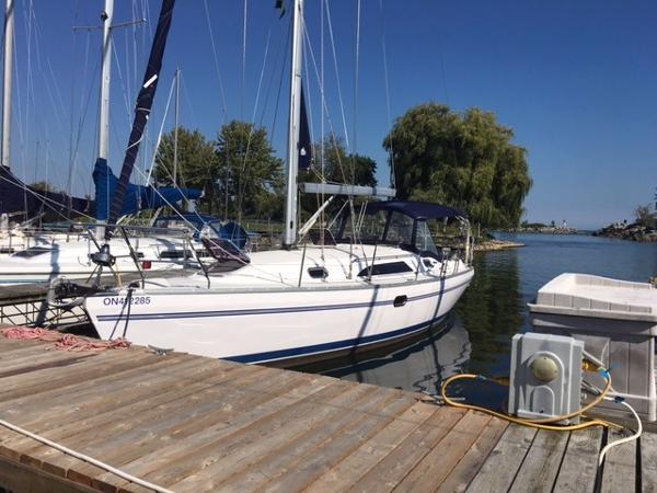 Catalina 355 YOLO, Port Side Forward