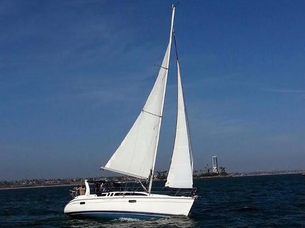 Hunter 340 LUNASEA under sail