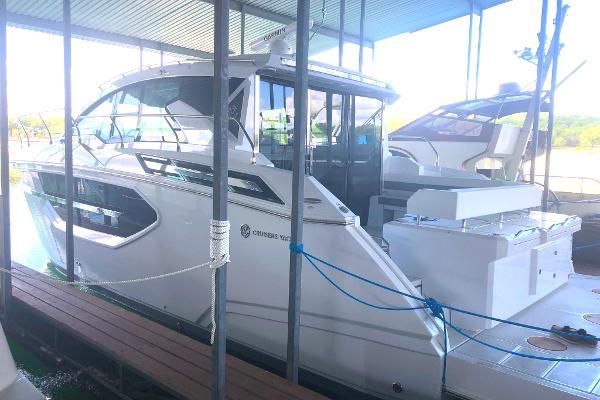 Cruisers Yachts 46 Cantius