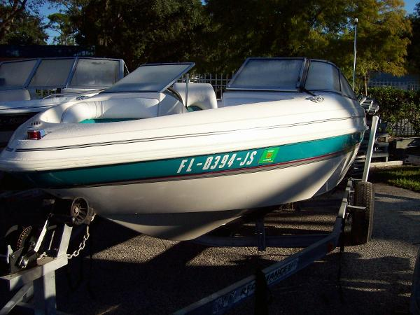 Glastron 18 Bowrider w Outboard Power