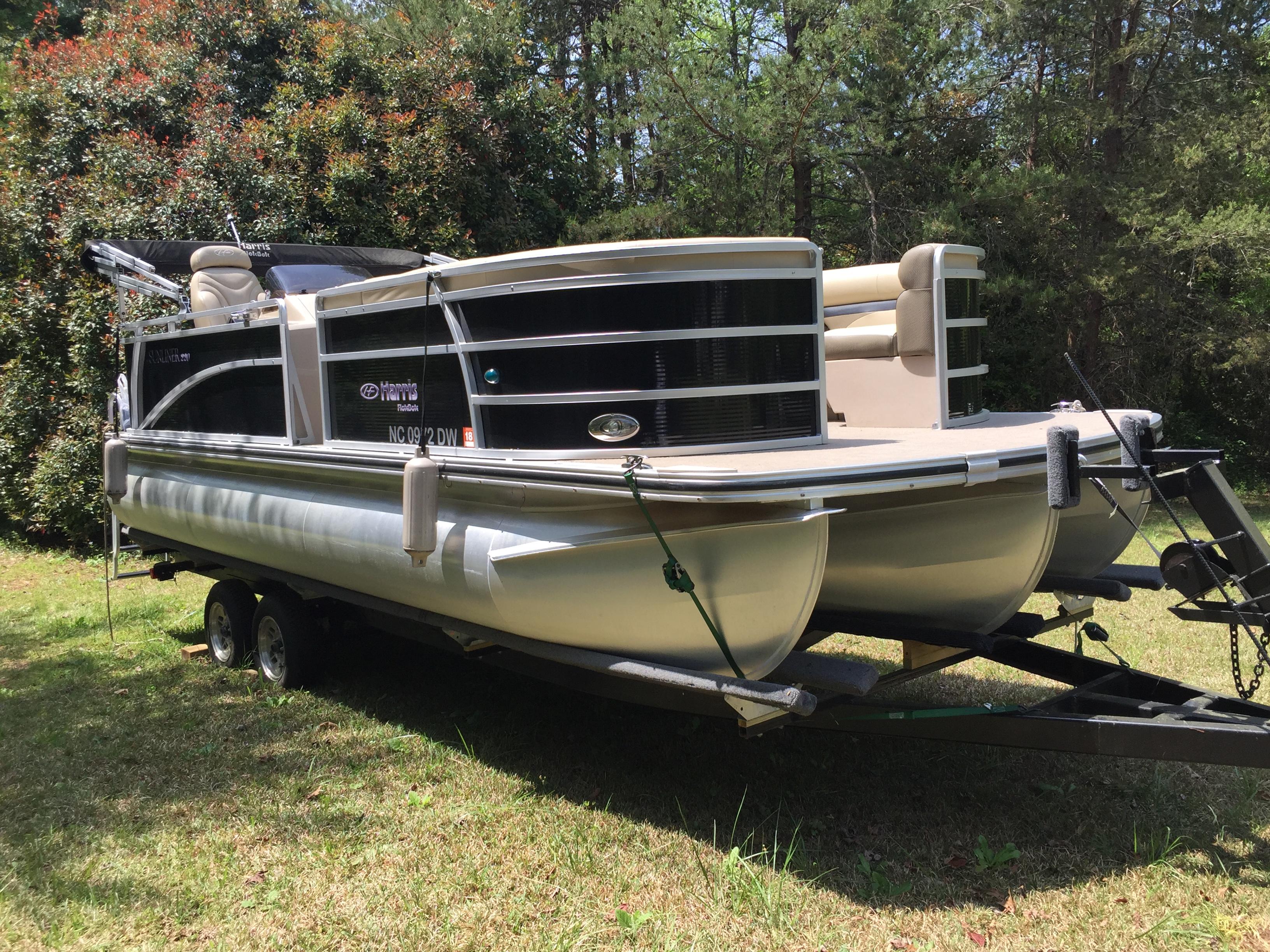 Harris Flotebote Sunliner 220 Tri-toon