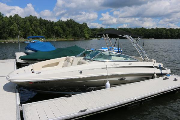 Sea Ray Sundeck 230