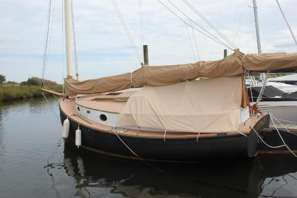 Fenwick Williams 25 Catboat Port view