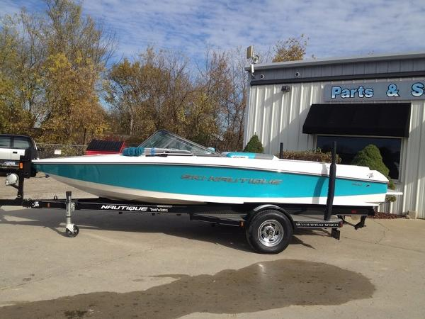 Nautique Ski 200 Closed Bow