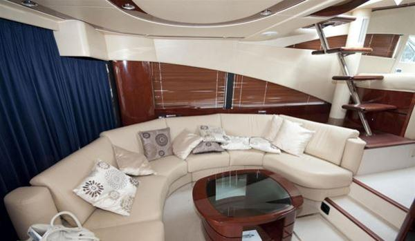 Fairline Squadron 58 - Saloon
