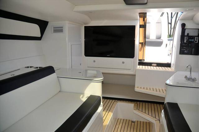 DEEP IMPACT 399 Cabin
