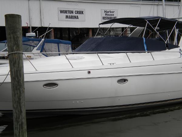 Cruisers Yachts 3575 Esprit Delta Flyer