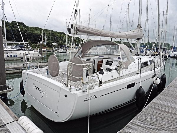 Hanse 415 View s/side from stern
