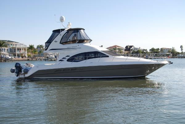 Sea Ray 420 Sedan Bridge Starboard Profile