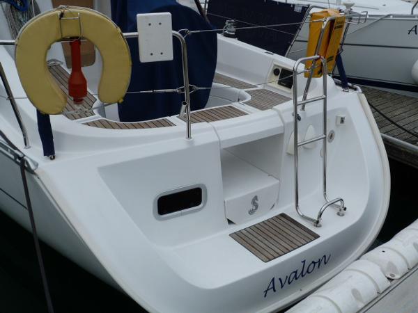Beneteau Oceanis 323 - Stern Profile