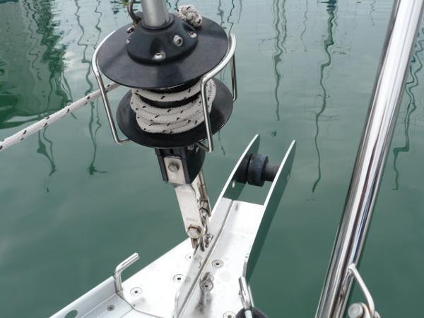 Beneteau Oceanis 323 - Genoa Furling System & Anchor Roller