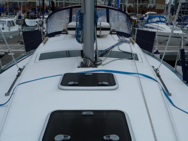 Beneteau Oceanis 323 - View of Topsides