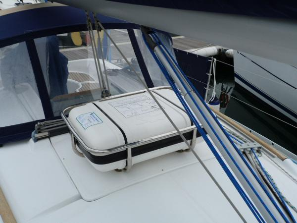Beneteau Oceanis 323 - Vang & Liferaft