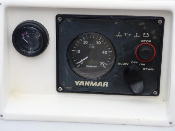 Beneteau Oceanis 323 - Engine Control Panel