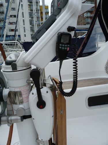 Beneteau Oceanis 323 - Binnacle Throttle Control & VHF Command Mic