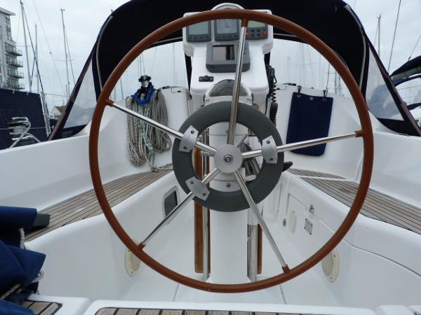 Beneteau Oceanis 323 - View of Wheel & Auto Pilot