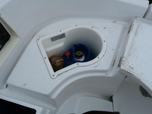Beneteau Oceanis 323 - Cockpit Gas Locker