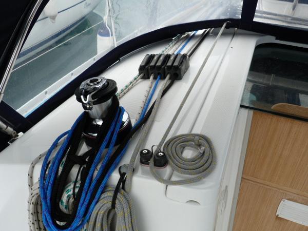 Beneteau Oceanis 323 - Port Side Cockpit LewmarHaylard Winch & Clutches