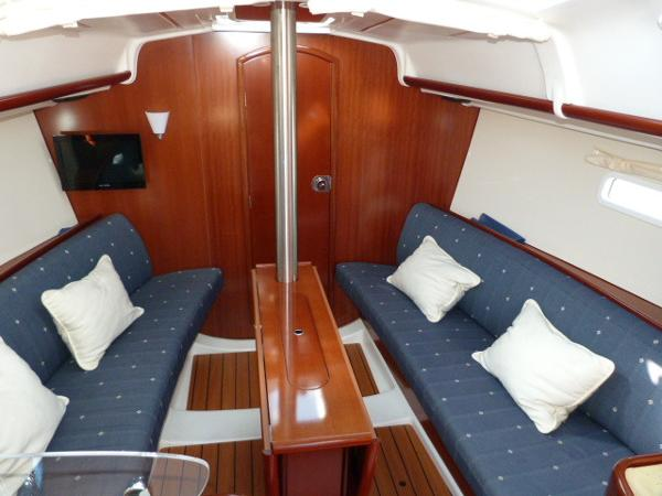 Beneteau Oceanis 323 - Saloon Seating & Folded Table