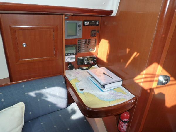 Beneteau Oceanis 323 - Chart Table & Instruments