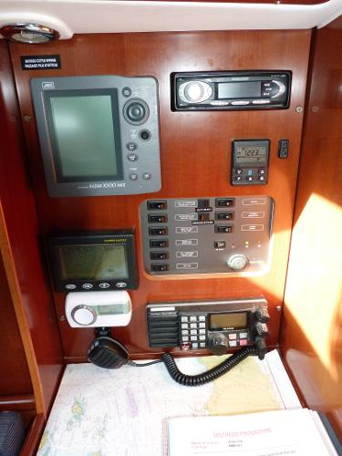 Beneteau Oceanis 323 - Chart Table Instruments