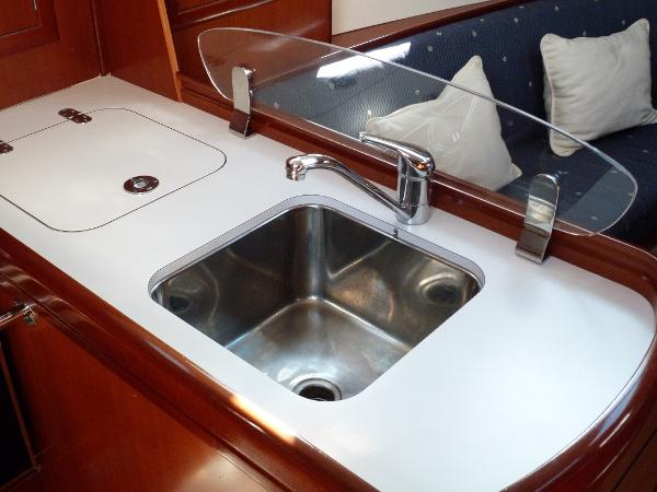 Beneteau Oceanis 323 - Galley Sink & Top AccessFridge