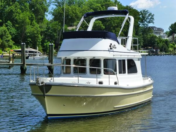 Helmsman Flybridge Single stateroom Trawler w/bow thruster!