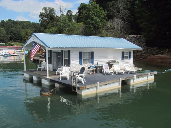 Custom 16 x 28 Floating Cottage