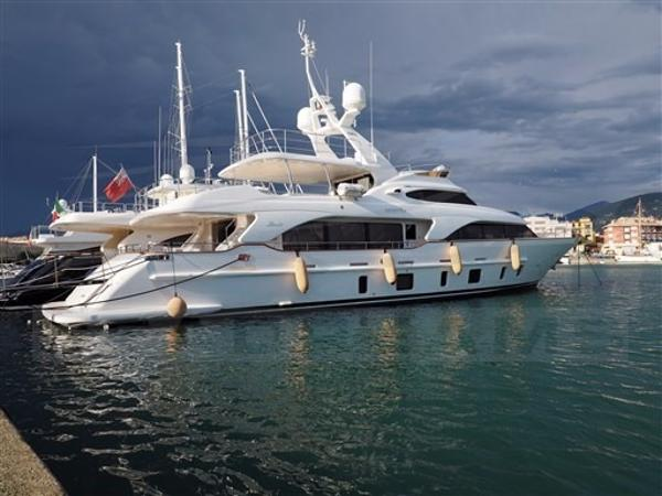 Benetti Tradition 105