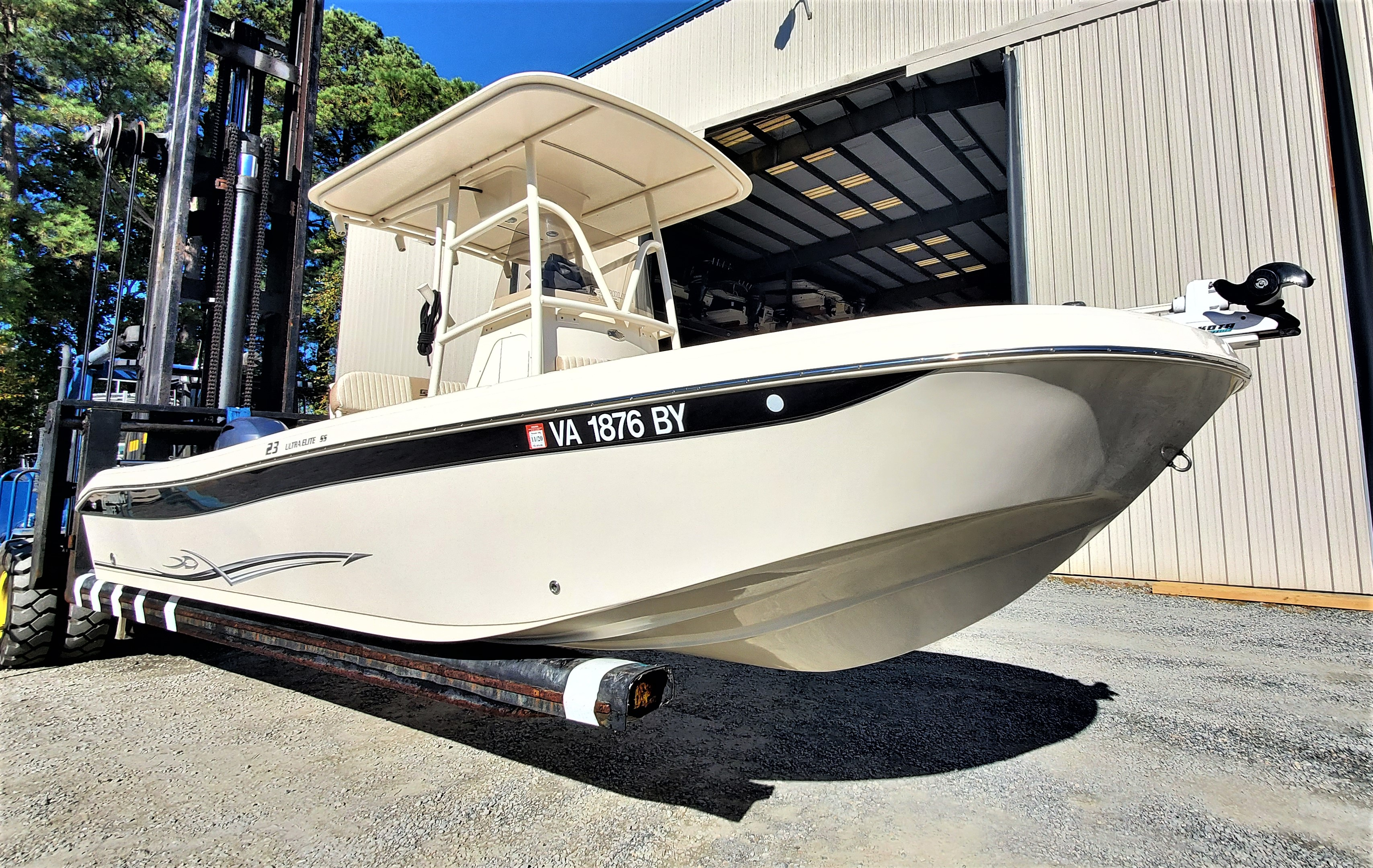 Carolina Skiff Ultra Elite 23 Center Console Carolina Skiff Ultra Elite 23 Center Console Profile