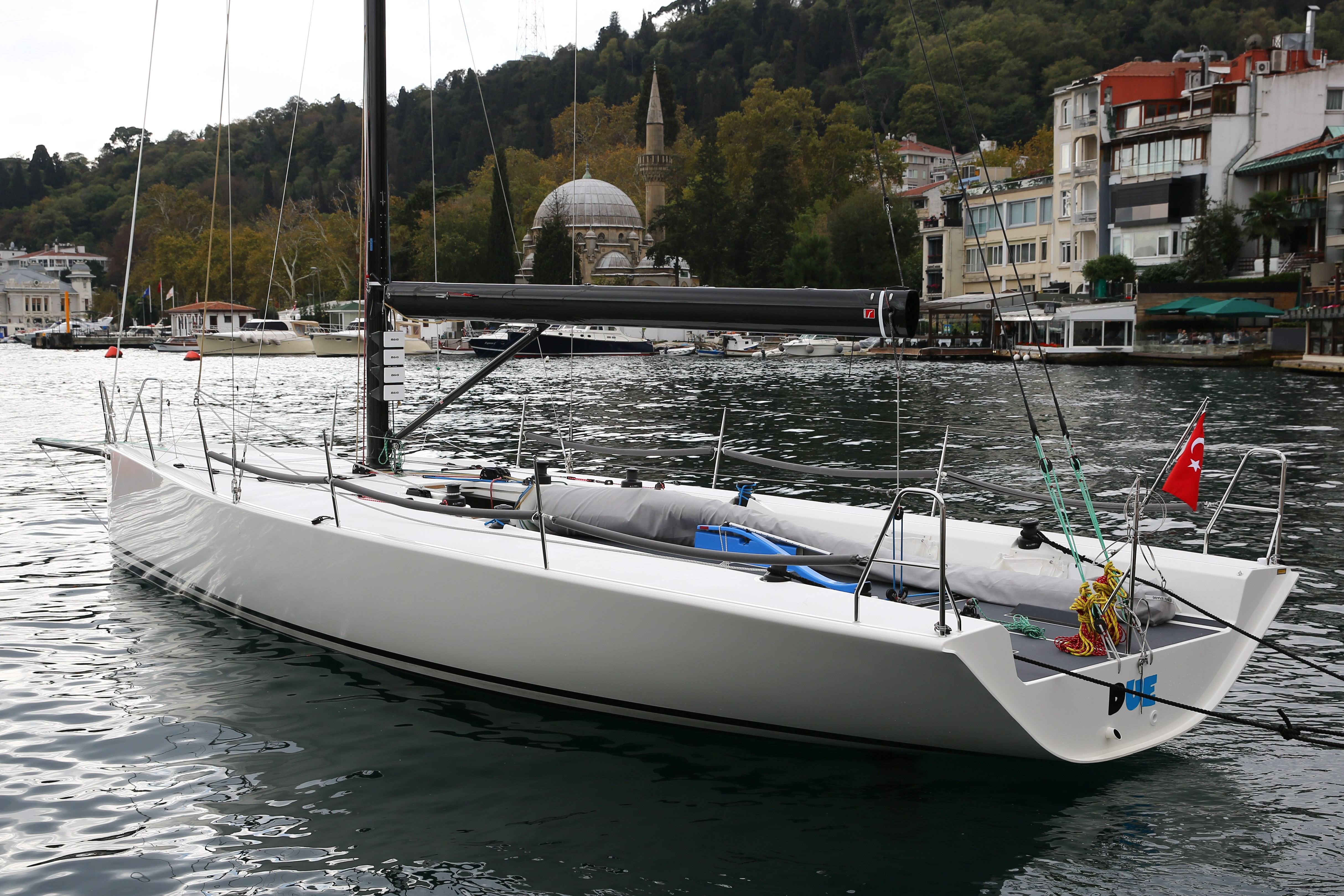 KA Yachting Bolt 37