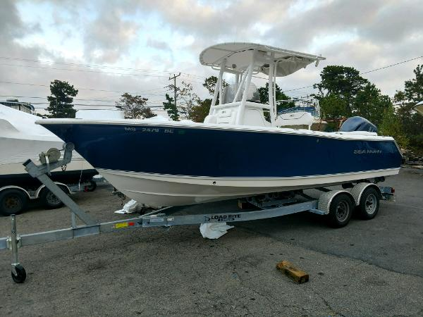 Sea Hunt 235 Ultra