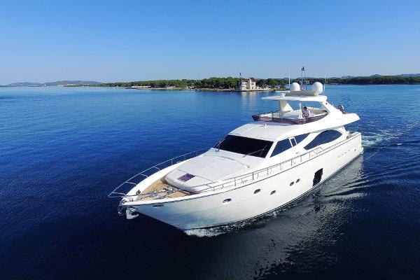 Ferretti Yachts Ferretti 830