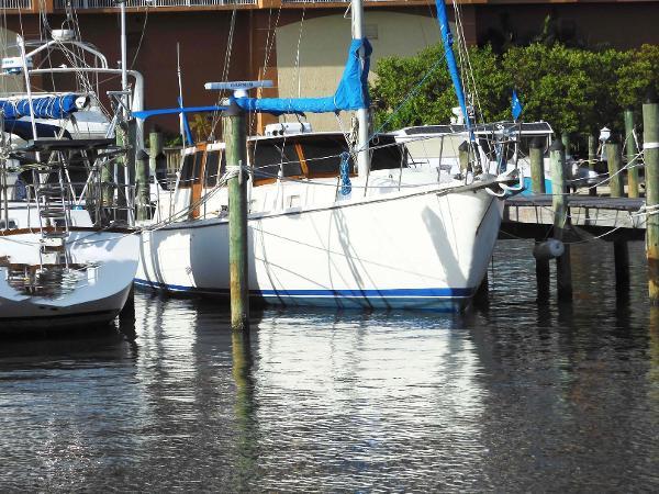 Gulfstar Motorsailer 44 Starboard Bow at Dock