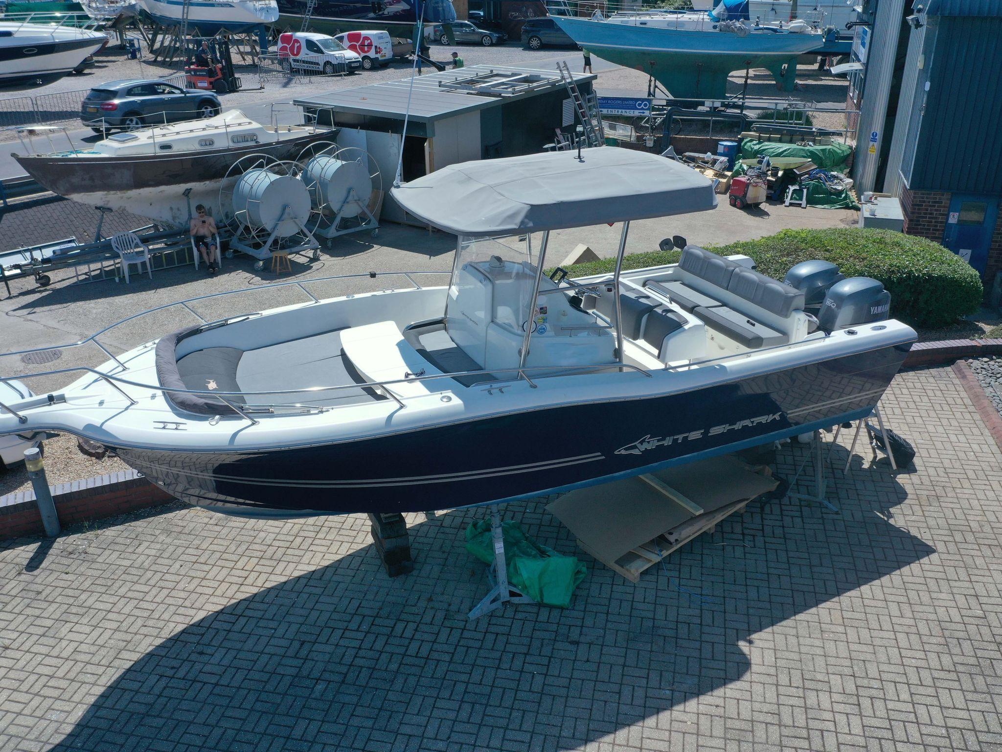 White Shark 265
