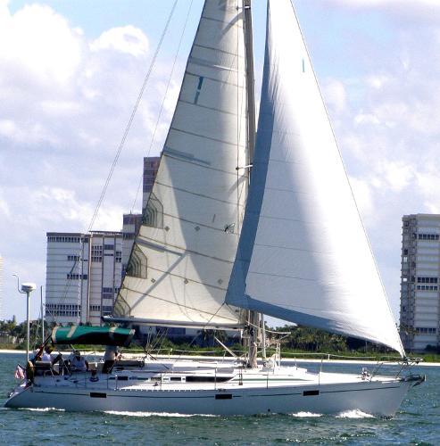 Beneteau 430 Oceanis Starboard profile under sail