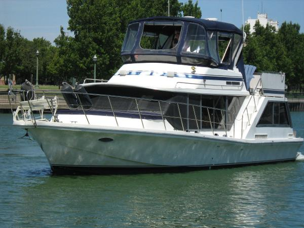 Bluewater Coastal Cruiser Starboard Bow