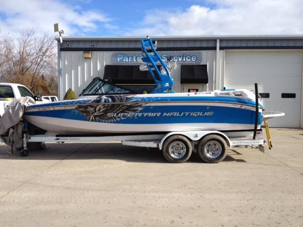 Correct Craft Super Air Nautique 210 Team Edition Open Bow