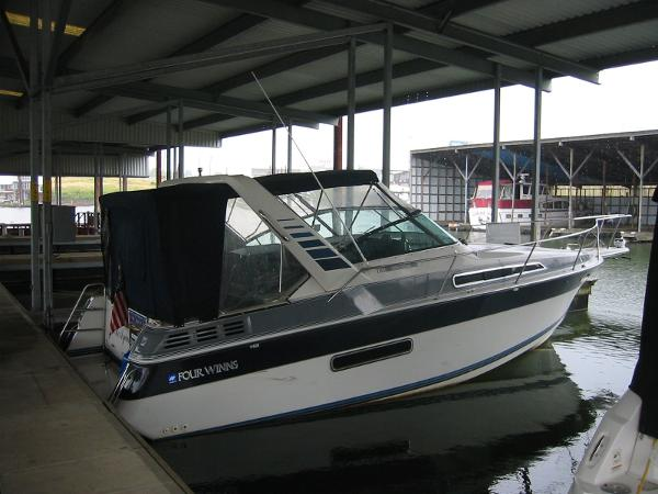 Four Winns 285 Vista Starboard Side