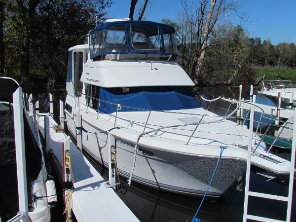 Carver 350 Aft Cabin Dockside
