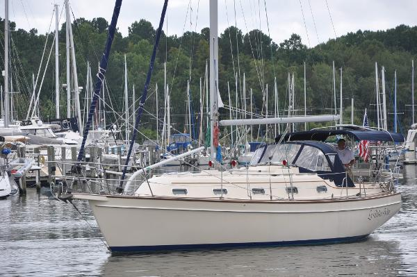 Island Packet 350 port side profile