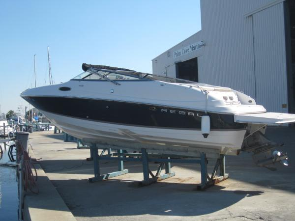 Regal 2400 Bowrider Port side exterior