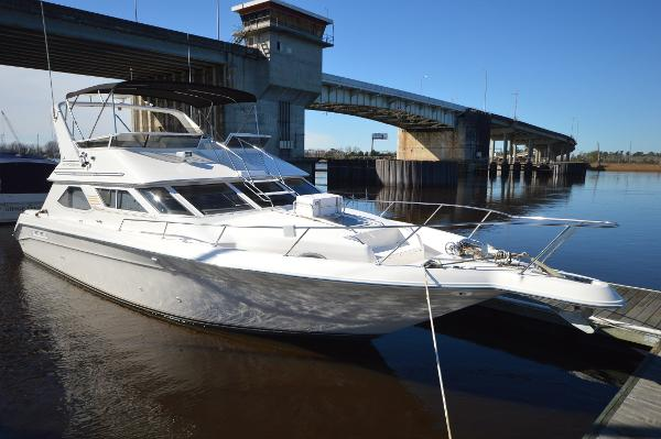 Sea Ray 440 Express Bridge 1996 Sea Ray 440 Express Bridge Starboard Bow