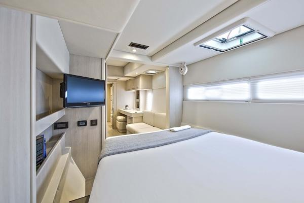 Moorings 5800 Cabin