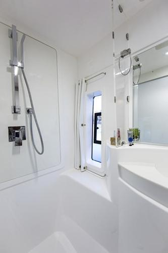 Moorings 5800 Shower