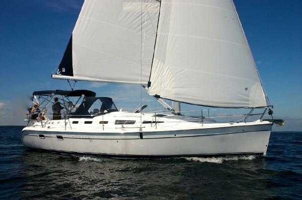 Hunter 38 manufacturer image