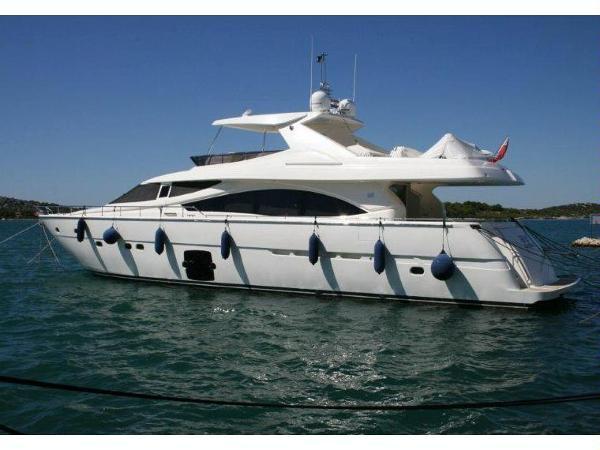 Ferretti Yachts 830 Ferretti 830
